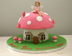 Toadstool cake with fairy topper Fairy Birthday Cake, 3rd Birthday Cakes, 4th Birthday, Fairy House Cake, Toadstool Cake, Mushroom Cake, Pink Sweets, Woodland Cake, Fairy Cakes