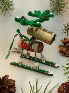 Cheap Christmas Crafts, Christmas Favors, Christmas Wine, Christmas Ornaments To Make, Personalized Christmas Ornaments, Christmas Ideas, Reindeer Ornaments, Christmas Presents, Holiday Ideas