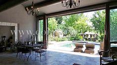 Superbe mas de vacances avec piscine entre Saint Rémy de Provence et Avignon. Vacation rental with pool in Provence.