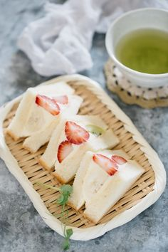 Three pieces of Fruit Sandwich beautifully cut served on a bamboo tray with a small bowl of green tea Cute Desserts, Dessert Recipes, Gourmet Desserts, Plated Desserts, Japanese Fruit Sandwich Recipe, Japanese Snacks, Japanese Desserts, Japanese Food, Sushi Recipes