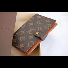 Authentic LV agenda planner PM Authentic, date code CA0998, this LV is in great condition, please see pics.... Can also be used as a wallet and passport holder.  Comes with box but no dustbag. Please ask questions prior to purchase to avoid unnecessary returns!! Louis Vuitton Bags Wallets