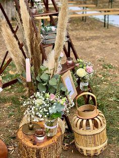 Pampa, lanternes, rondins, fleurs, escabeau en bois pour une ambiance chic et tendance ! Lorraine, Table Decorations, Chic, Furniture, Home Decor, Flowers, Shabby Chic, Elegant, Decoration Home