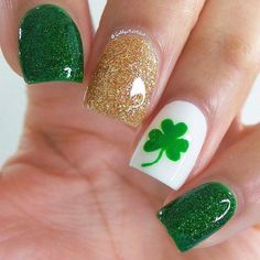 82 Glitter Nail Art Designs by Gabby Morris - Cool Fashion Accessories Seasonal Nails, Holiday Nails, Trendy Nails, Cute Nails, St Patricks Nail Designs, Nail Art Designs, Nails Design, Irish Nail Designs, Design Art