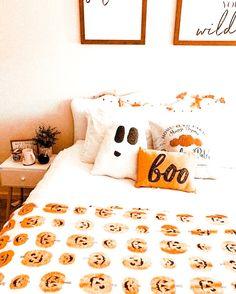 Halloween Room Decor, Fall Room Decor, Halloween House, Home Decor, Fall Bedroom, Room Ideas Bedroom, Bedroom Decor, Hygge, Interior Exterior