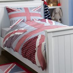 #LauraAshleySS14 this would be amazing in my son's room!!  We have been looking for a union jack duvet cover for a while.  This is a great representation - I love that it's not just blocks of colour.  The different patterns make it much easier to coordinate with other items in the room