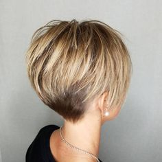 Capa corta y rubia gruesa 20 cortes de pelo cortos lindos para el pelo grueso Thick short blonde coat 20 cute short haircuts for thick hair Related chic short hairstyles for women over 50 30 haircuts women over love her hair I love her hai Pixie Haircut For Thick Hair, Bob Hairstyles For Thick, Cute Short Haircuts, Haircut Short, Short Hair With Undercut, Short Hair Cuts For Women Pixie, Longer Pixie Cuts, Long Pixie Cut Thick Hair, Short Hair Over 50