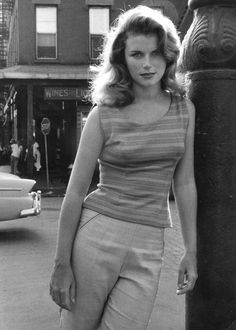 Lee Remick, I like the fact that she is wearing casual clothes, but still had pin-up girl hair :) Vintage Hollywood, Hollywood Glamour, Hollywood Stars, Classic Hollywood, Classic Actresses, Beautiful Actresses, Actors & Actresses, Classic Movies, Hollywood Actresses