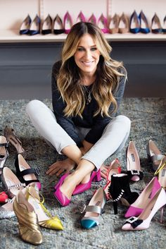 Sarah Jessica Parker (born March is an American actress, producer, and designer. She is known for her leading role as Carrie Bradshaw on the HBO television series Sex and the City Estilo Carrie Bradshaw, Diy Beauty Hacks, Latest Shoe Trends, Mode Outfits, Look Cool, Her Style, Celebrity Style, Celebs, Beautiful People