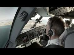 Breathtaking Flight Inside an Airplane's Cockpit – Fubiz TV