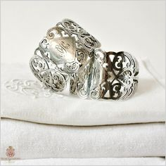 Avidly collected, antique napkin rings are little gems of silversmith's art. The history of napkin rings, examples, and what to collect.