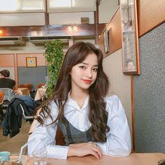 Image may contain: 2 people, indoor Ulzzang Hair, Ulzzang Korean Girl, Pretty Korean Girls, Pretty Asian, Korean Fashion Dress, Uzzlang Girl, Attractive Girls, White Girls, Asian Beauty