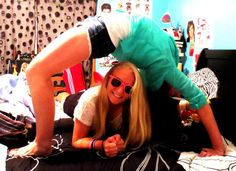 Best friends picture idea!we are doing this @Bethany Shoda Shoda Walls