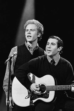 Simon & Garfunkel's Art Garfunkel, Paul Simon -- Get premium, high resolution news photos at Getty Images Great Artists, Music Artists, Simon Garfunkel, Paul Simon, Idole, Beatnik, Best Songs, Rock N Roll, Singer