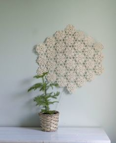 valotaulu pitsiliinasta Handicraft, Upcycle, Diy And Crafts, Rugs, Knitting, Christmas, Inspiration, Korit, Home Decor