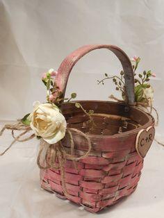 New Flowers Girl Basket Homemade Ideas Flower Pattern Design, Flower Garden Design, Carnation Flower Tattoo, Red Centerpieces, Decoration Shabby, Rustic Flower Girls, Flower Background Wallpaper, Wreath Drawing, Gift Bouquet