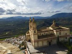 The two main attractions of Olvera are the church on top of the hill and the old Moorish castle. The church is still in use every day, and the castle is in good condition for its age and is well worth a visit.