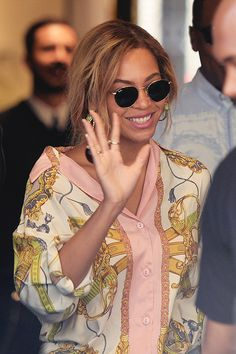 597882eac290c Beyonce Knowles  Sunglasses – Ray Ban Shirt – Just Cavalli