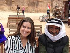 Junto a un beduino en la ciudad Perdida de Petra En el Reino de Jordania una de las maravillas del mundo