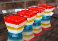 Rainbow superhero Jello - Gelatina de colores http://decoraciondemabel.blogspot.com.es/2014/04/gelatina-de-colores.html