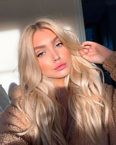Lovely platinum hair tone - LadyStyle You are in the right place about platinum blonde hair men Here Blonde Hair Looks, Brown Blonde Hair, Blonde Wig, Cool Toned Blonde Hair, Baby Blonde Hair, Light Blonde Hair, Black Hair, Blonde Hair For Pale Skin, Blonde Hair With Dark Roots