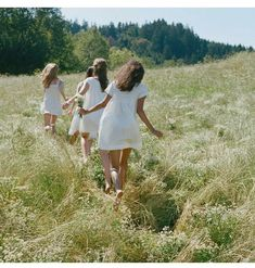 walk in a summer meadow Picnic At Hanging Rock, Spring Awakening, Summer Vibes, Pretty, People, Pictures, Image, Beautiful, Women