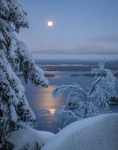 Scandinavian Moon - by Asko Kuittinen Winter Szenen, Winter Love, Winter Magic, Winter Night, Winter Christmas, Beautiful Moon, Beautiful World, Cool Pictures, Beautiful Pictures