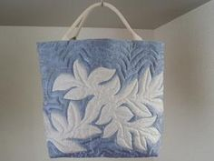 """◎""""PONO""""'s ハワイアンキルト 渋谷と千葉 ... interesting.... a Japanese take on Hawaiian quilting!    Gorgeous!! Bird Applique, Applique Patterns, Applique Quilts, Patchwork Bags, Quilted Bag, Reverse Applique, Hawaiian Quilts, Handmade Handbags, Big Bags"""
