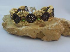 bracelet micro macramé chocolat : Bracelet par les-creations-du-sud