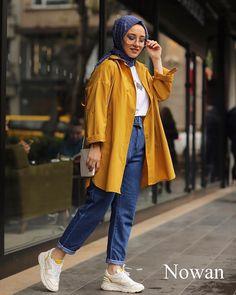 Limage contient peut-être: 1 personne debout et chaussures Tesettür Hırka Modelleri 2020 Modest Fashion Hijab, Modern Hijab Fashion, Casual Hijab Outfit, Hijab Fashion Inspiration, Hijab Chic, Muslim Fashion, Hijab Dp, Sporty Fashion, Mod Fashion