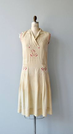 Vintage 1920s cream silk day dress with red embroidery, partial folded neckline, sleeveless shift shape, wide paneled waist with embroidered pockets and red piping trim. --- M E A S U R E M E N T S --- fits like: small/medium bust: 36 waist: 34 hip: 41 length: 44 brand/maker: n/a condition: minor discoloration, although very light, is present to ensure a good fit, please read the sizing guide: http://www.etsy.com/shop/DearGolden/policy ✩ layaway is ...