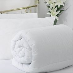 This King Size Silk Bedding is filled with high quality pure mulberry silk. Great for people with asthma and eczema or anyone who needs a lightweight and warm bed quilt. Silk Bedding, Duvet Bedding, King Comforter, Bed Sizes, Dust Mite Allergy, Mulberry Silk, How To Make Bed
