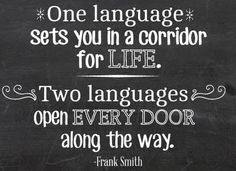 """""""One language sets you in a corridor for life. two languages open every door along the way"""" Learning languages (Frank Smith) Frases idiomas."""