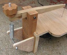 Image from http://www.steves-workshop.co.uk/tools/scrollsaw/scrollsaw1.jpg.