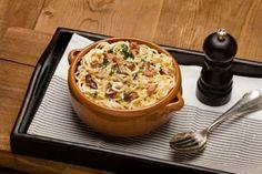 Spaghetti alla carbonara - en italiensk klassiker! Spaghetti, Pasta Carbonara, Macaroni And Cheese, Bacon, Food Porn, Ethnic Recipes, Mac And Cheese, Noodle, Pork Belly