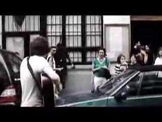 "The kooks- ooh la. Luke Pritchard & Hugh Harris in the streets of Paris. Best ""take away show"" ever. Music Do, Indie Music, Music Stuff, Music Is Life, Music Journal, The Kooks, Alternative Music, Paris France, Acoustic"
