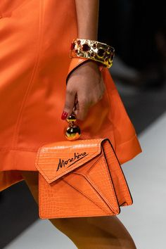 Moschino Spring 2020 Fashion Show Details. All the fashion runway close-up details, shows, and handbags from the Moschino Spring 2020 Fashion Show Details. Cheap Purses, Unique Purses, Cheap Handbags, Cute Purses, Luxury Handbags, Fashion Handbags, Purses And Handbags, Fashion Bags, Milan Fashion