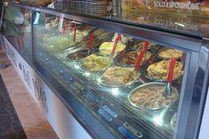 Италия: тирамису или профитроли;  Настоящее итальянское gelato, gelato Amorino, a в российских ресторанах заказываю Affogato — пару шариков ванильного мороженного, залитых чашкой горячего эспрессо.