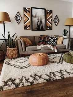 40 Charming Bohemian Living Room Decor Ideas - Compromise is a critical life skill that enters every dimension of life-even decorating your living room. When you are thinking of living room ideas y. Bohemian Living, Boho Living Room, Small Living Rooms, Living Room Designs, Modern Living, Bohemian Style, Bohemian House, Bedroom Designs, Bohemian Bag