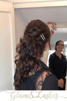 Deze prachtige dame kwam voor haar proefafspraak bruidskapsel en bruidsmake-up. Ze wilde een heftige oogmake-up en #halfopgestoken kapsel ook wel #mermaid  genoemd.   Ben jij nog op zoek naar een bruidsstylist voor je #bruidskapsel en #bruidsmakeup neem dan contact met mij op via de link Hair Videos, Hairstyles Videos, Bohemian Bride, Bridal Makeup, Bridal Style, Wedding Hairstyles, Lashes, Dreadlocks, Hair Styles