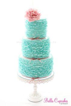 Wedding cake/ www.volusiacountyweddingflowers/ www.callaraesfloralevents.com