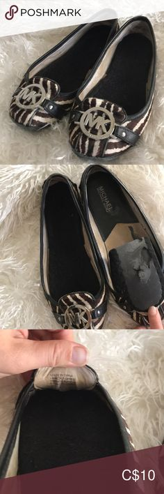 Michale Kors flats They are used but still looks good over all. The insole comme with the shoes cause it is stick at some place. Very comfy shoes I just don't wear them anymore. Loafer Flats, Loafers, Comfy Shoes, Just Don, Chanel Ballet Flats, Me Too Shoes, Michael Kors, How To Wear, Closet