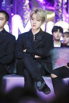 exo baekhyun MMA :: he looks so good just sitting there and breathing Baekhyun Chanyeol, Park Chanyeol, Exo Chanbaek, Kai, Exo Korean, Korean Idols, Kim Minseok, Xiuchen, Kim Junmyeon