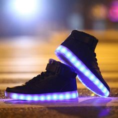 light shoes led shoes Men Women Light up new shoes simulation flashing skate basket led shoes glow in the dark femme 2015 Moda Sneakers, High Top Sneakers, Sneakers Mode, Casual Sneakers, Leather Sneakers, Sneakers Fashion, Casual Shoes, Fashion Shoes, Shoes Sneakers