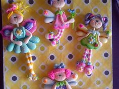 Coisas que Gosto: enfeites                                          ... Polymer Project, Polymer Clay Projects, Diy Clay, Porcelain Clay, Cold Porcelain, Fondant People, Polymer Clay Ornaments, Cute Clay, Pasta Flexible