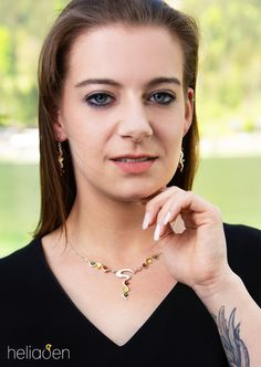 Designer Kette und Ohrringe in geschwungenen Formen Designer, Arrow Necklace, Jewelry, Fashion, Ear Piercings, Necklaces, Silver, Moda, Jewlery