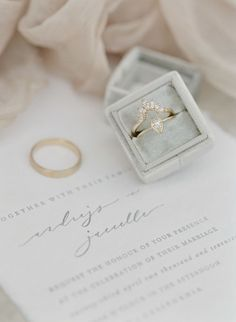 Unique gold engagement ring: Photography: Greg Finck - http://www.gregfinck.com/