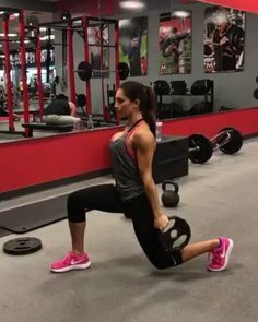 10 Quick Workout Moves Burn Calories in Minutes : Jump-start a healthier new year with simple exercise moves that ramp up our calorie burn or tone all over. Plus, get more simple or effective workout routines. Body Fitness, Fitness Tips, Fitness Motivation, Video Fitness, Wellness Fitness, Hiit, Cardio, Alexa Clark Workouts, Alexia Clark