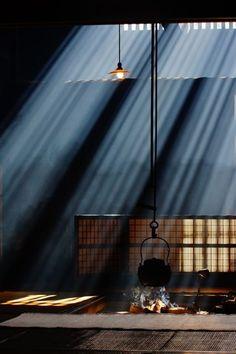 light dances in shadow Japanese open hearth, Irori 囲炉裏 Design Set, Stage Design, Theatre Lighting Design, Design Ideas, Design Projects, House Design, Japan Design, Irori, Fire Escape
