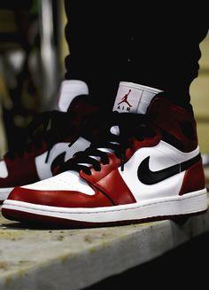 How to spot fake Nike Air Jordan 1 Retro High OG in 19 steps