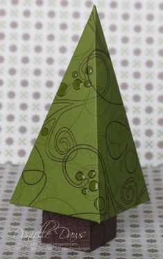 Christmas Tree Box by ddaws - Cards and Paper Crafts at Splitcoaststampers Christmas Tree Template, Origami Christmas Tree, Christmas Tree Box, Christmas Favors, Felt Christmas Decorations, Christmas Paper Crafts, 3d Paper Crafts, Stampin Up Christmas, Tree Crafts